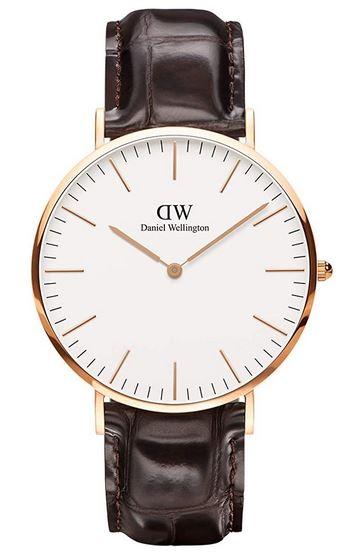 Montre Daniel Wellington pour homme modele classic York cadran blanc et bracelet en cuir crocodile marron fonce