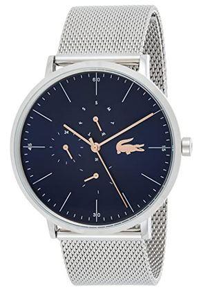 montre chronographe de la marque Lacoste avec un cadran bleu et un bracelet en mailles fines argentees pour homme
