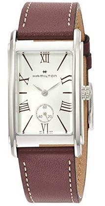 montre rectangulaire poru femme de la marque Hamilton avec bracelet en cuir marron fonce et chiffres romains au sein du cadran