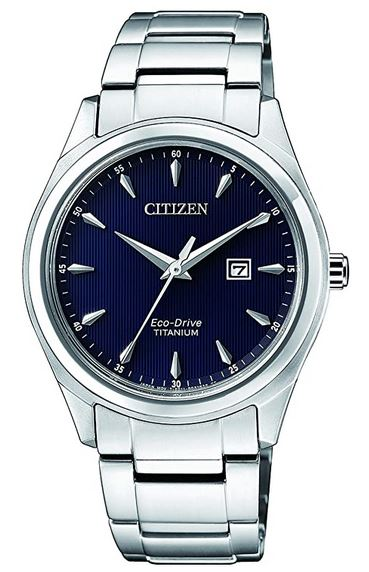 montre solaire pour femme de la marque Citizen avec bracelet en titane et un cadran bleu nuit