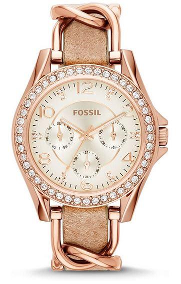 montre Fossil pour femme modele tres originale entierement rose gold avec un bracelet en cuir surplombe dune chaine en maillons dor rose