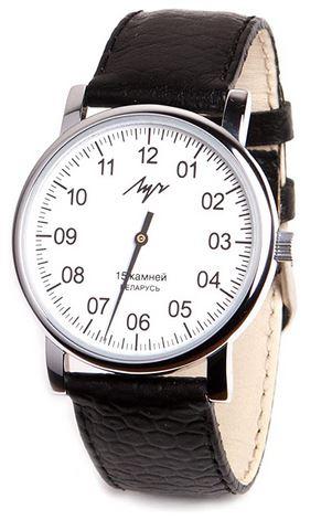 montre a une aiguille de la marque Luch pour homme modele blanc avec bracelet en cuir marron fonce
