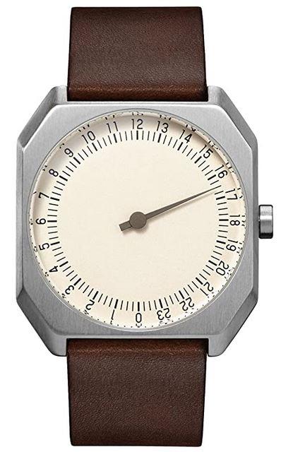 montre a une seule aiguille de la marque Slow modele Jo 17 vintage avec cadran carre et bracelet en cuir lisse marron