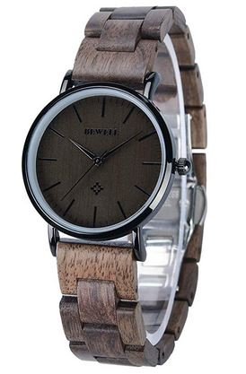 montre analogique en bois sombre de marque Bewell destinee aux femmes avec un cadran egalement tres sombre