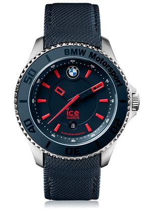 montre bleu et rouge avec un bracelet de cuir noir nee dune collaboration de la marque Ice Watch et BMW Motorsport