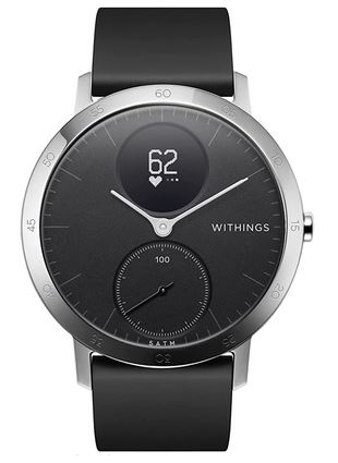 montre connectee toute noire avec le boitier en acier argente de la marque Withings