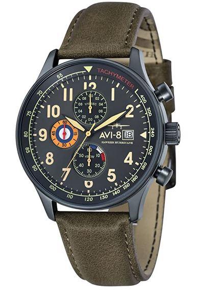 montre de style militaire aviateur de la marque Avi 8 avec bracelet en cuir vert fonce et un cadran chronographe noir et jaune pale