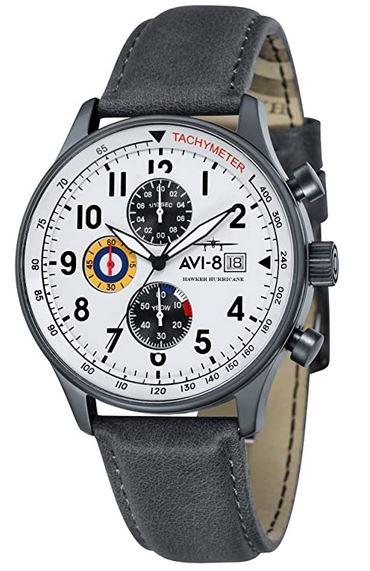 montre pour homme de la marque Avi 8 grise et blanche avec cadran chronographe de 3 petits compteurs