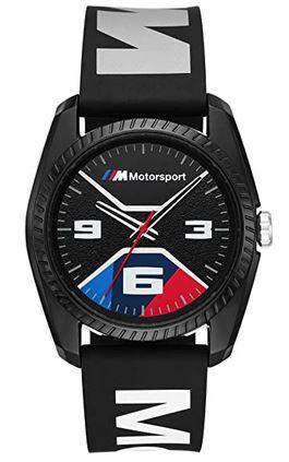 montre pour homme de la marque BMW de couleur noir rouge bleu et blanche avec un bracelet en silicone parcouru dinscription de la marque