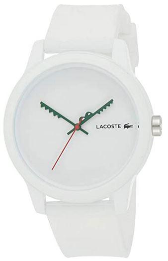 montre pour homme de la marque Lacoste modele analogique a aiguilles vertes avec bracelet en caoutchouc blanc et boitier blanc egalement