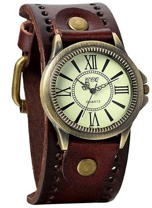 montre steampunk de la marque Avaner avec un gros bracelet en cuir marron lisse et un cadran retro avec des chiffres romains