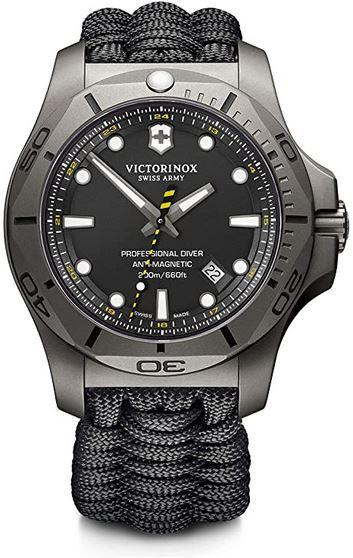 montre Victorinox pour homme en inox entierement noire modele professional Diver Titanium modele en titane avec un bracelet en corde de parachute