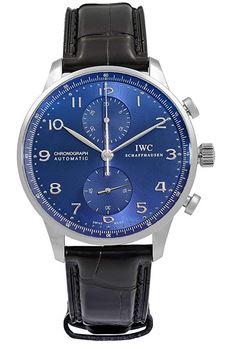 montre masculine IWC Portugieser avec un cadran bleu et un bracelet en cuir noir modele automatique et chronographe