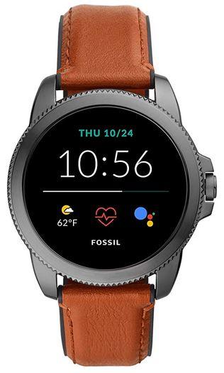 montre connectee abordable pour homme de la marque Fossil avec son bracelet de cuir marron clair smartwatch compatible avec android et iphone