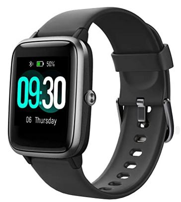 montre connectee pas cher de la marque Willful entierement noir avec un bracelet de silicone