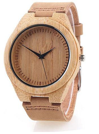 montre en bois de bambou pour femme avec un bracelet en cuir marron clair lisse
