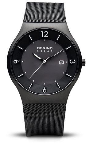 montre noir a energie solaire pour homme de la marque Bering avec bracelet en acier et verre saphir