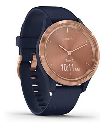 tres belle smartwatch pour femme de la marque Garmin avec un cadran entierement rose gold et un bracelet en silicone bleu marine modele Vivomove 3S avec cadran de 39mm